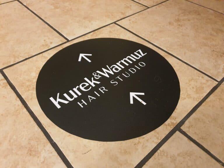 naklejki-z-logo-na-podłoge-wycinane-ploterowo